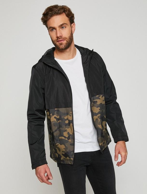 KOTON Regenjacke mit Camouflage-Ansatz