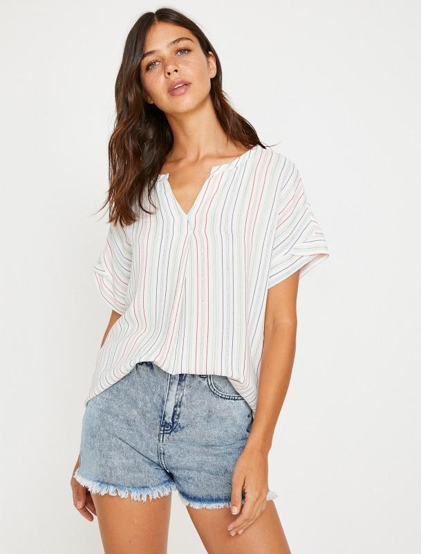 KOTON T-Shirt mit Streifenmuster und Serafino-Ausschnitt